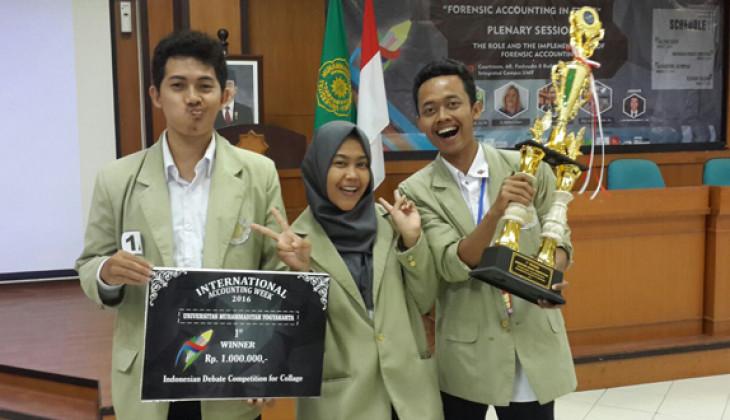 Mahasiswa UGM Menang Kompetisi Debat Nasional