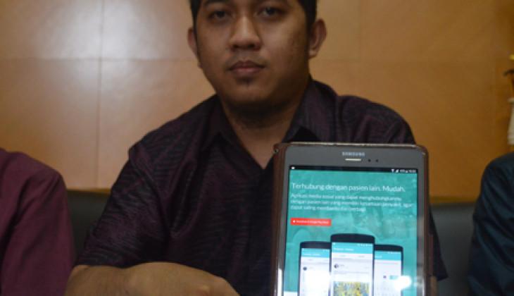 AplikasPasienia buatan mahasiswa UGM masuk Top 33 Mobile Apps Karya Anak Bangsa pilihan Good News from Indonesia. CEO Pasienia, Fadli menunjukkan aplikasi Pasienia.