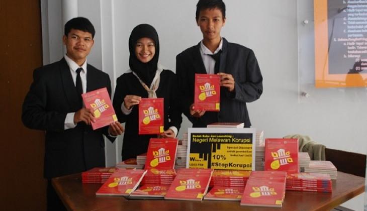 Melawan Korupsi, Mahasiswa UGM Luncurkan Buku