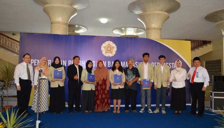 UGM Beri Penghargaan 62 Mahasiswa Berprestasi