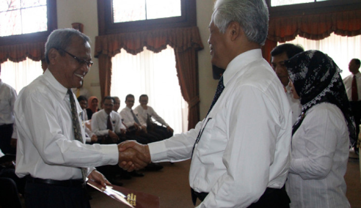 250 Pegawai UGM Terima Penghargaan Satyalancana Karya Satya