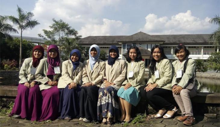 Tim Farmasi UGM Juara Umum Lomba Karya Tulis Nasional