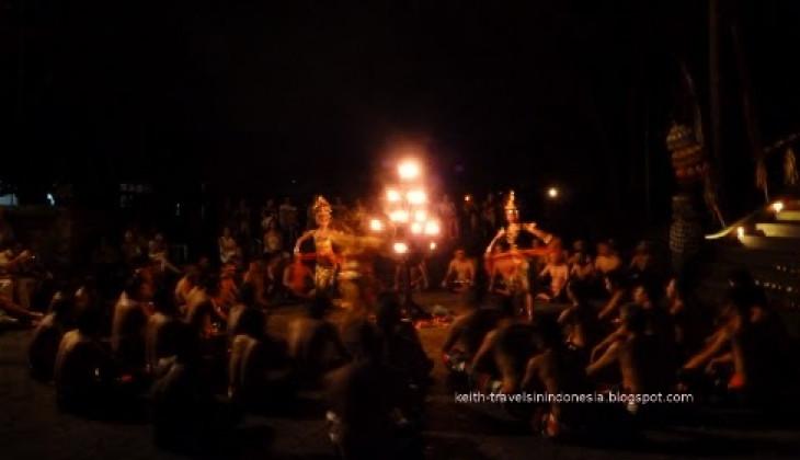 Grup Kecak Nusantara FIB Tampil di FESCO 2012