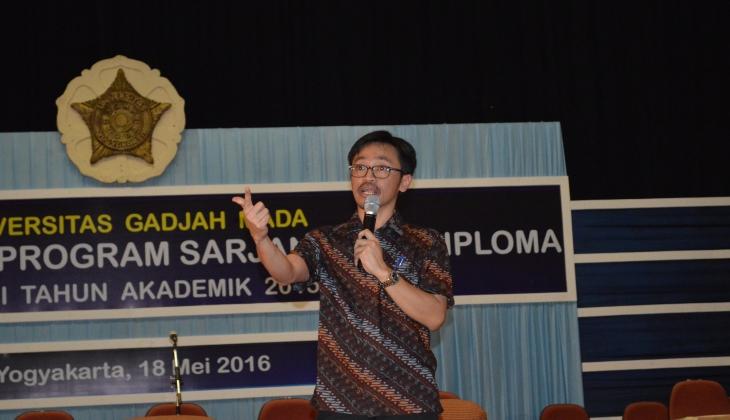 Tepis Kegelisahan, Abdikan diri di Indonesia Mengajar