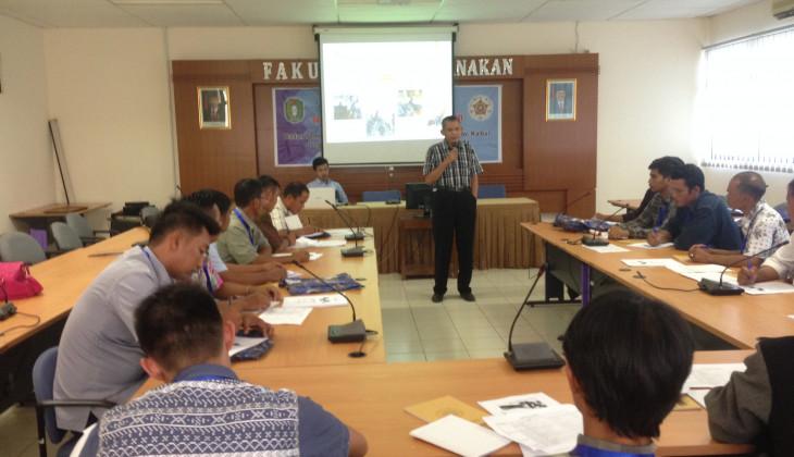 Tingkatkan Kesejahteraan Masyarakat Perbatasan, Fakultas Peternakan UGM Selenggarakan Pelatihan Usaha Manajemen Peternakan Ayam