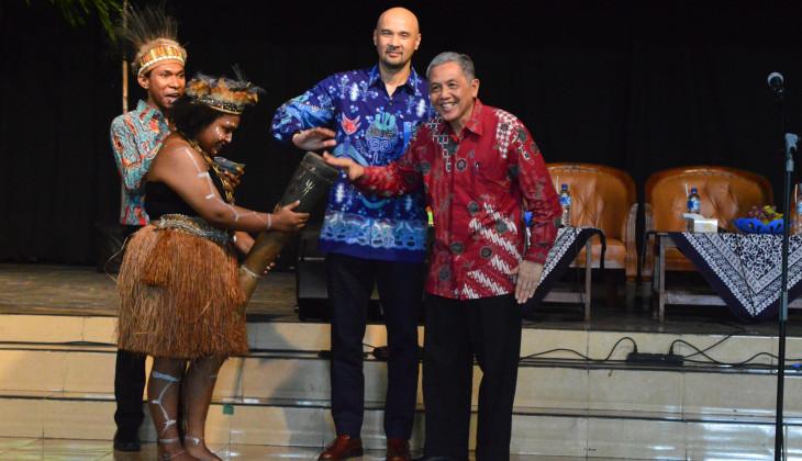 Meneropong Papua dalam Kacamata Budaya