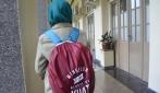 Dukung Gerakan Revoluasi Mental, Mahasiswa UGM Menyampaikan Pesan Moral Lewat Mantel Tas
