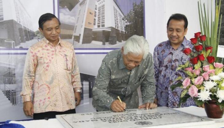Rektor UGM Resmikan Gedung Baru Pascasarjana FMIPA