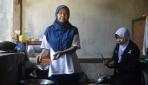 Kisah Anak Penjual Gorengan Diterima Kuliah di Kedokteran UGM