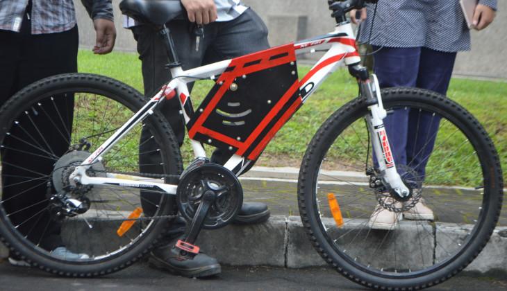 Tompel Sepeda Onthel Dengan Transmisi Otomatis Universitas Gadjah Mada