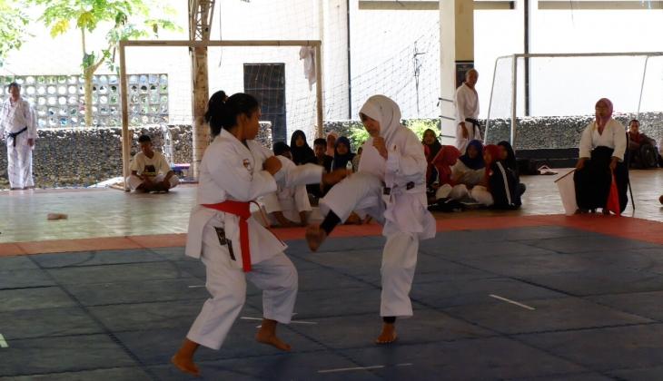 Dojo KONI Kemakmuran Jakarta Sabet Juara Umum Kejuaraan Karate UGM