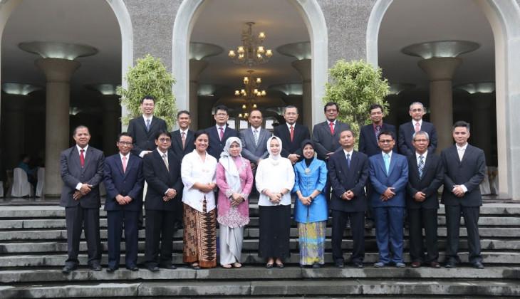 Rektor Melantik 18 Dekan Baru Periode 2016-2021