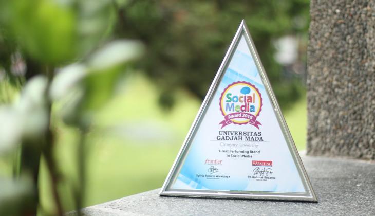 UGM Raih Social Media Award 2016