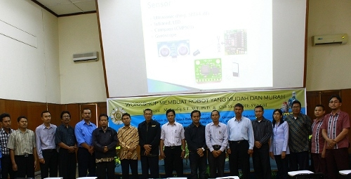 Program Diploma Teknik Elektro Gelar Workshop Pembuatan Robot