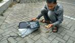 Mahasiswa UGM Mengembangkan Charger Ponsel Tanpa Listrik