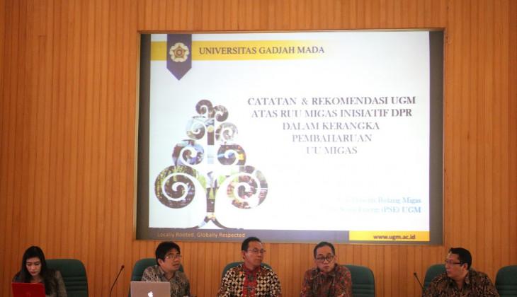 UGM Serahkan Naskah Akademik RUU Migas ke Komisi VII DPR RI