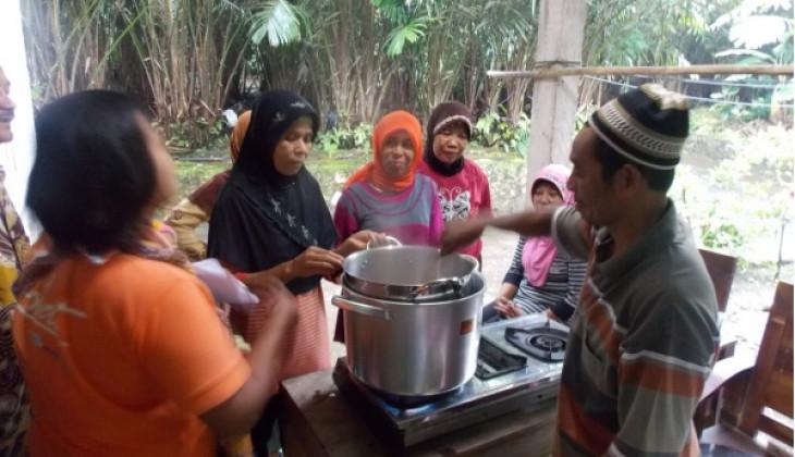 Fapet UGM Lakukan Pembinaan Pengolahan Susu Pasteurisasi di Girikerto Turi