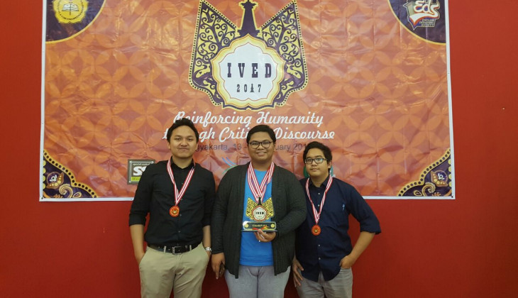 Mahasiswa UGM Juara Indonesian Varsity English Debate 2017