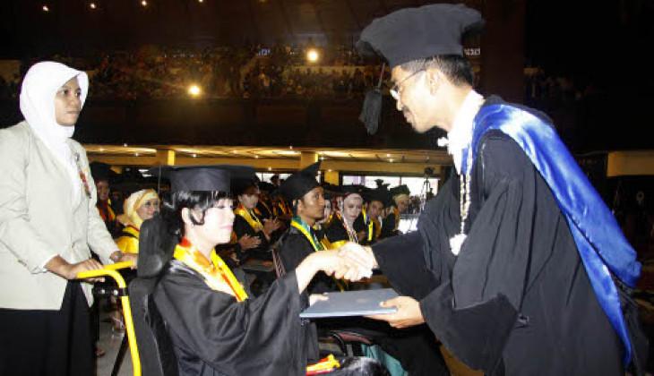 UGM Wisuda 1.560 Lulusan Sarjana dan Diploma