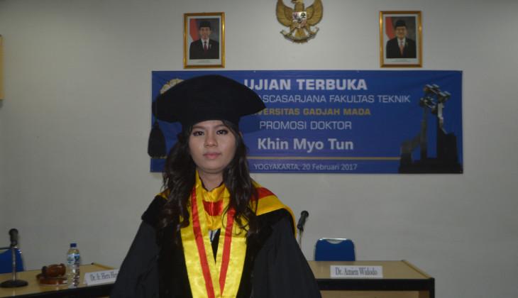 Mahasiswi Myanmar Raih Doktor FT UGM