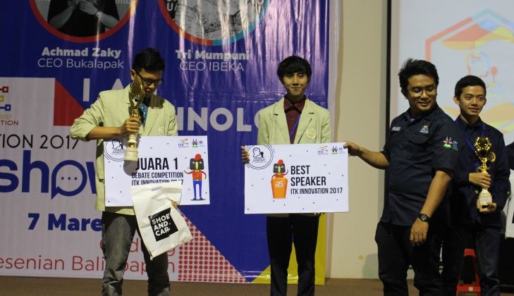 Mahasiswa UGM Menjuarai ITK Innovation Debate Competition