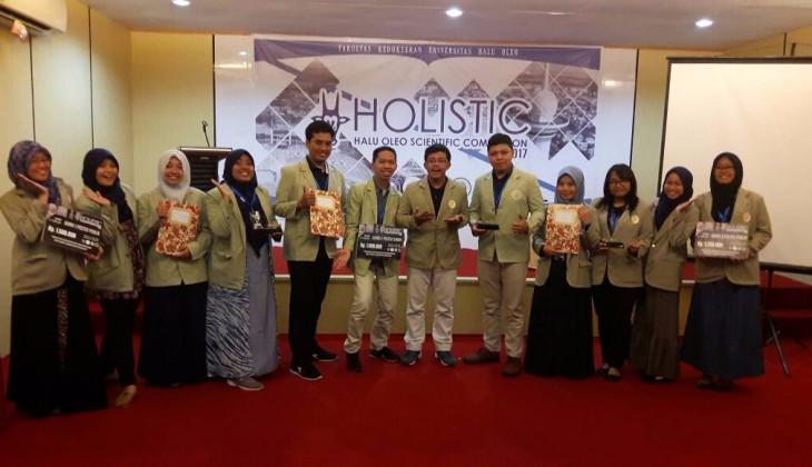 Mahasiswa FK UGM Berjaya di Kompetisi Ilmiah Nasional HOLISTIC 2017