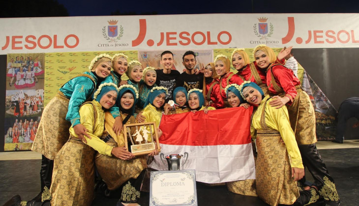 Saka UGM Juara Umum World Cup Of Folklore di Italia