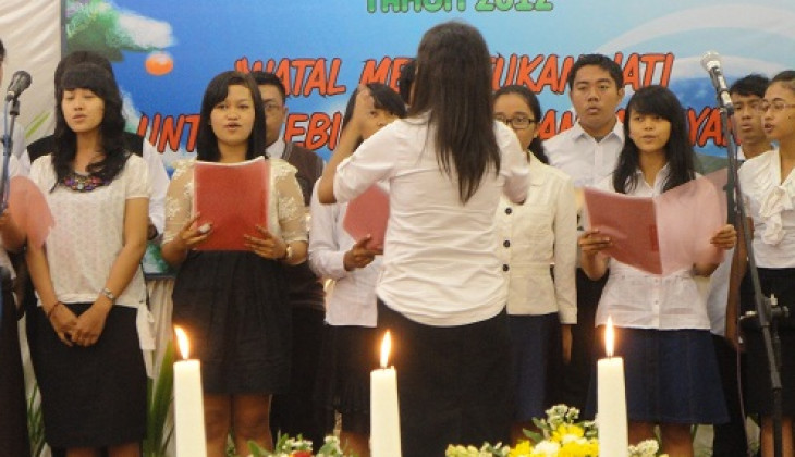 Perayaan Natal KAKRISGAMA: Peduli dan Melayani