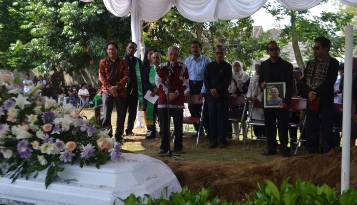 Istri Mantan Rektor UGM Prof Herman Johannes Berpulang