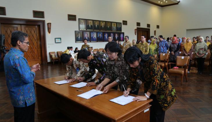 Rektor UGM Lantik 71 Pejabat Struktural