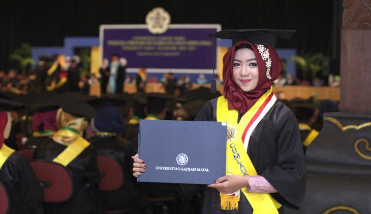 UGM Luluskan 1.729 Sarjana dan Diploma
