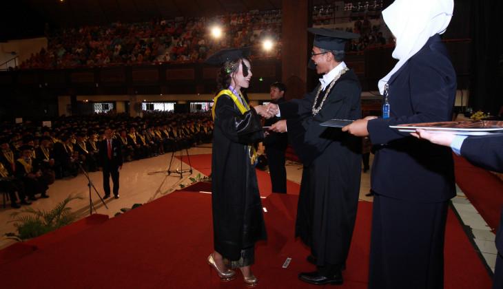 UGM Mewisuda 1.718 lulusan program Sarjana dan Diploma