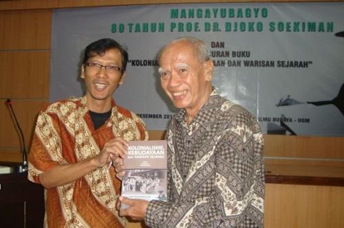 Peringati hari Lahir ke-80, Sejarawan Prof. Djoko Soekiman Luncurkan Buku