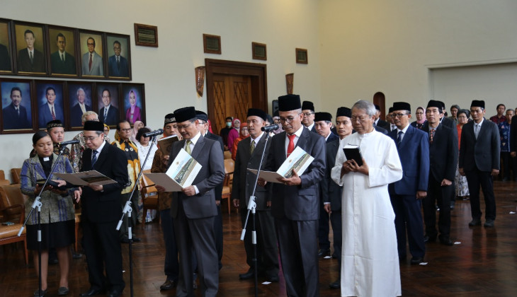 Rektor Melantik 24 Pejabat Baru di Lingkungan UGM