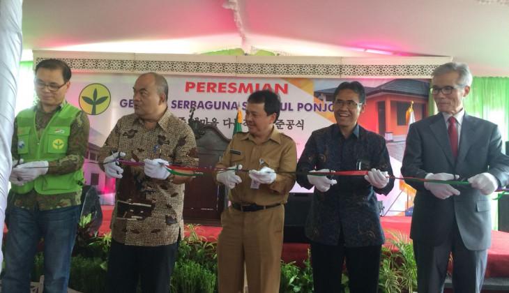 Rektor UGM dan Pakualam Meresmikan Gedung Serbaguna Saemaul Ponjong