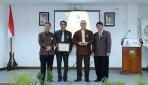 UGM Menganugerahkan Philosophy Award kepada Franz Magnis-Suseno