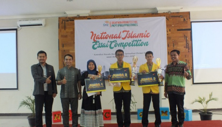 Mahasiswa FEB UGM Memenangkan National Islamic Essay Competition