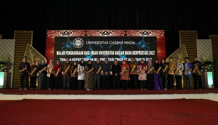89 Insan Terbaik UGM Menerima Penghargaan