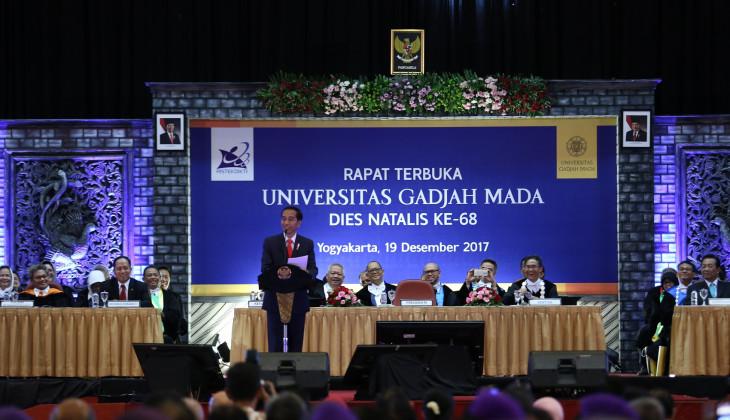 Jokowi Sampaikan Kuliah Umum di Puncak Dies UGM