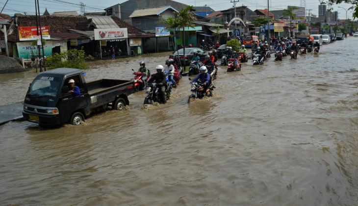 Raih Doktor Usai Mengkaji Kinerja Sistem Polder untuk Banjir